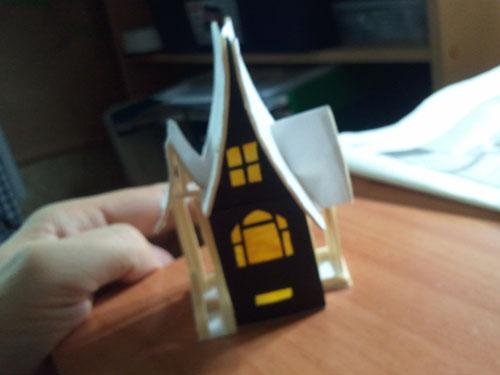Tapando los huecos con papel